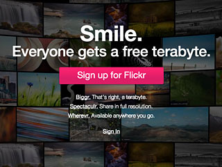 The new Flickr landing page trades in a featured photo for a giant freebie.