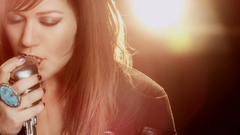 """Kelly Clarkson """"Stronger"""""""